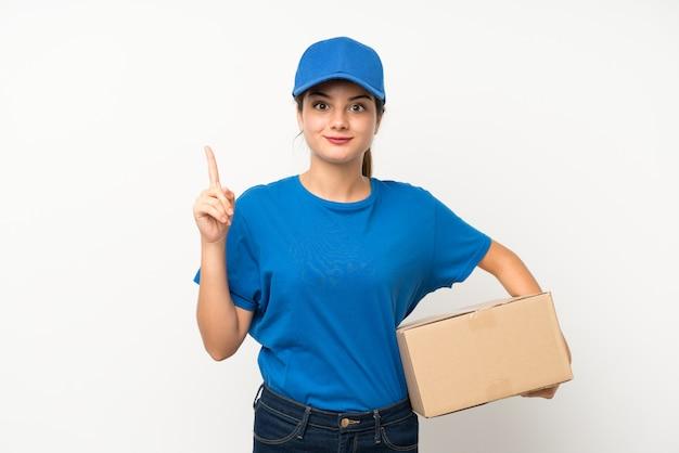 Jovem entregador apontando com o dedo indicador uma ótima idéia