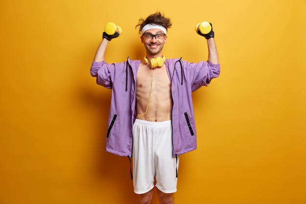 Jovem esportista se preparando para o treino isolado