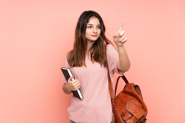 Jovem estudante indo para a universidade
