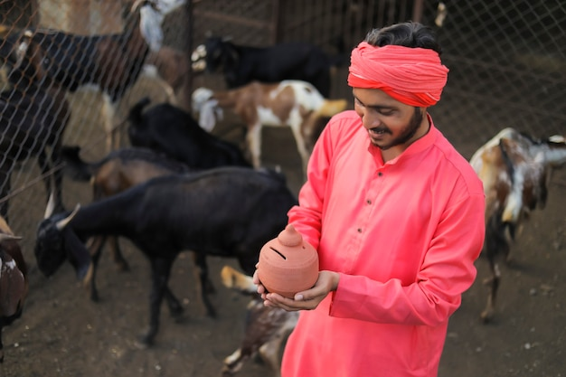 Jovem fazendeiro indiano