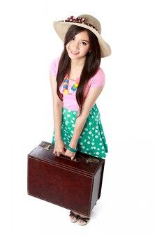 Jovem feliz pronta para ir de férias