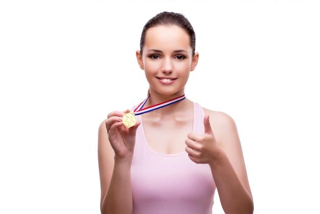 Jovem fêmea com medalha de ouro vencedor isolada no branco