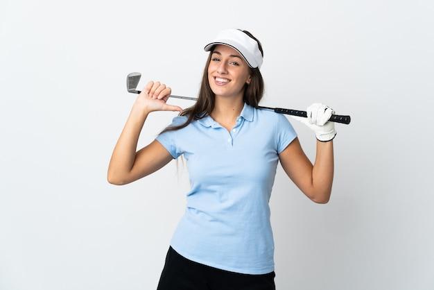 Jovem golfista sobre fundo branco isolado orgulhosa e satisfeita