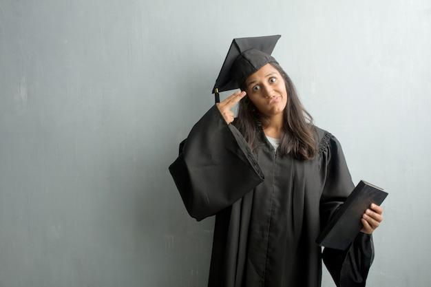 Jovem, graduado, indianas, mulher, contra, um, parede, fazendo, um, gesto suicídio, sentimento triste