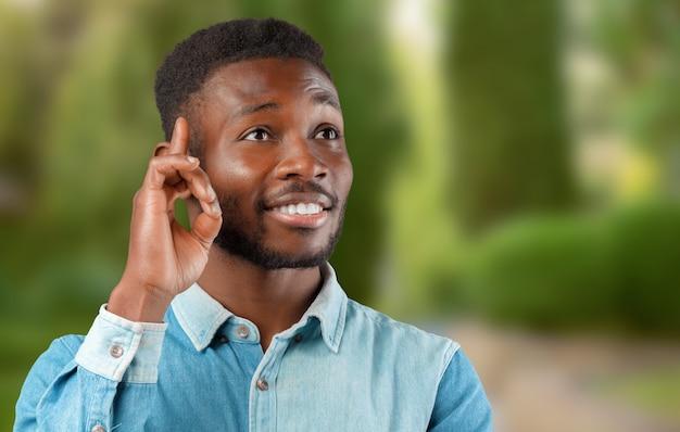 Jovem, homem americano africano, pensando, cima, retrato