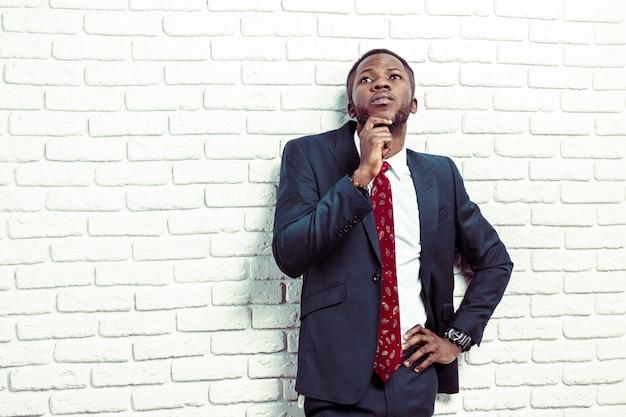 Jovem, homem americano africano, tendo, um, idéia