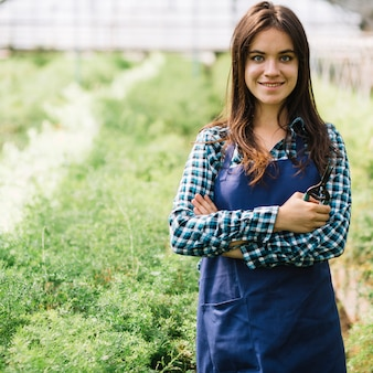 Jovem, jardineiro feminino, em, a, estufa