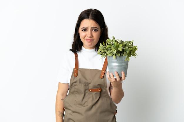 Jovem jardineiro sobre fundo isolado