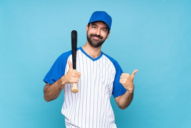 Jovem jogando beisebol