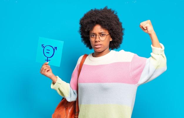 Jovem jovem afro com sinal de igualdade