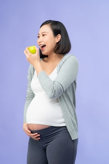 Jovem, linda mulher asiática grávida