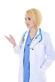 Jovem médica bem-sucedida dizendo algo