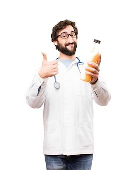 Jovem médico com café da manhã