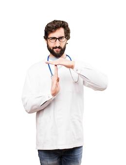 Jovem médico homem sinal de tempo limite