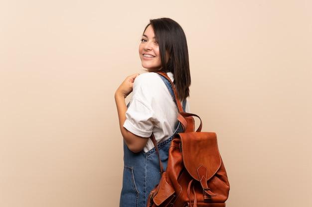 Jovem, mexicano, mulher, isolado, com, mochila