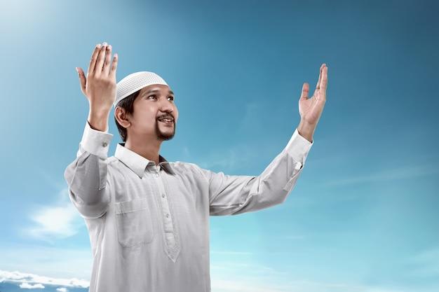 Jovem, muçulmano, orando