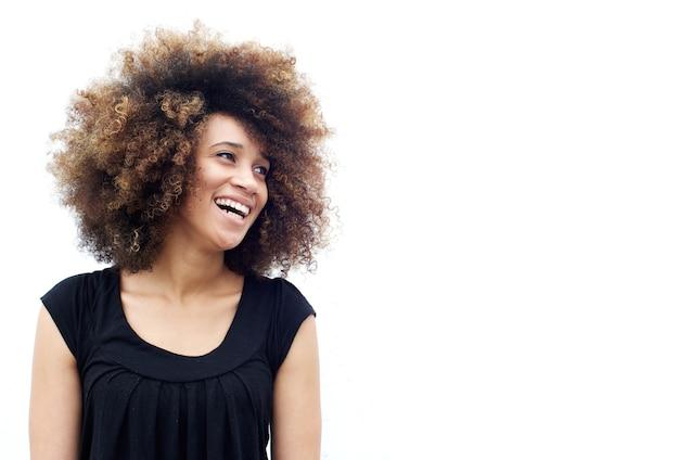 Jovem, mulher africana, com, cabelo ondulado