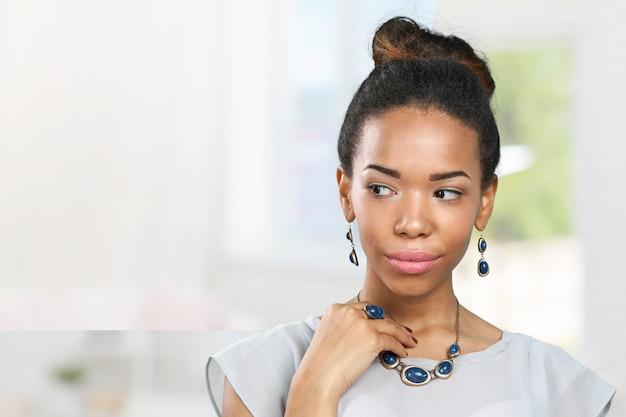 Jovem, mulher africana, ficar