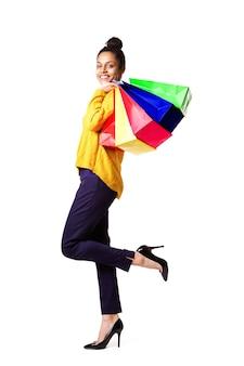 Jovem, mulher americana africana, com, bolsas para compras