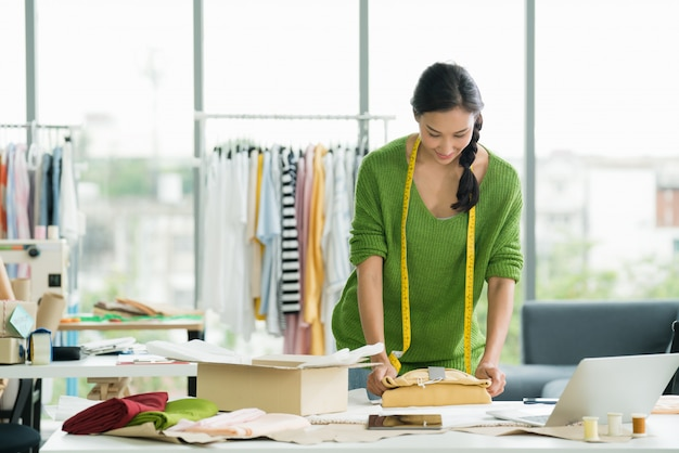 Jovem, mulher asiática, empreendedor