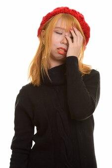 Jovem mulher asiática fofa com dor de cabeça e frustração
