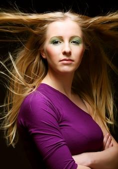 Jovem, mulher bonita, com, cabelo longo