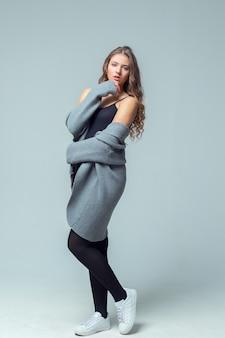 Jovem, mulher bonita, em, roupa íntima algodão