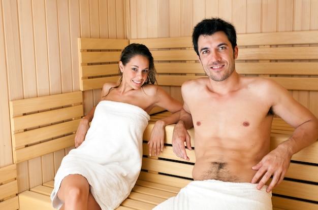 Jovem, mulher bonita, tendo, um, sauna, banho, em, um, quarto vapor