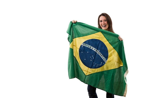 Jovem mulher com bandeira brasileira