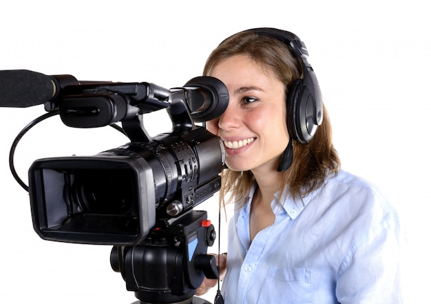 Jovem mulher com uma câmera de vídeo