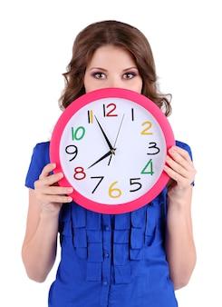 Jovem mulher de negócios com relógio isolado no branco