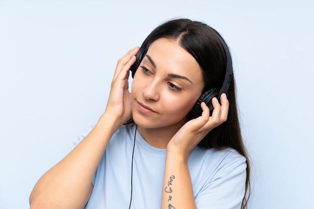 Jovem, mulher, escutar música