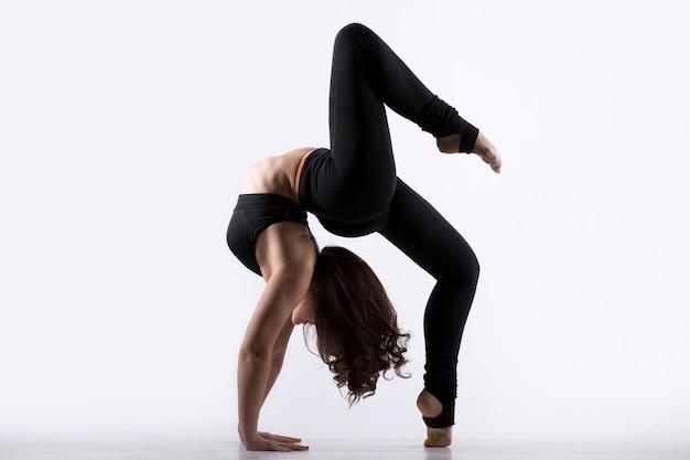 Jovem, mulher, fazer, ponte, exercício