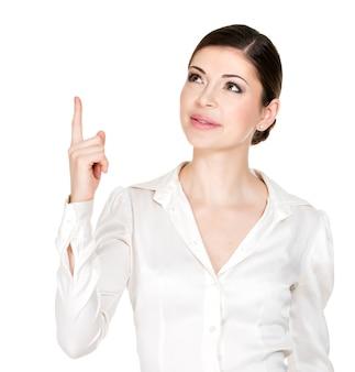 Jovem mulher feliz com boa ideia cadastre-se na camisa branca -.