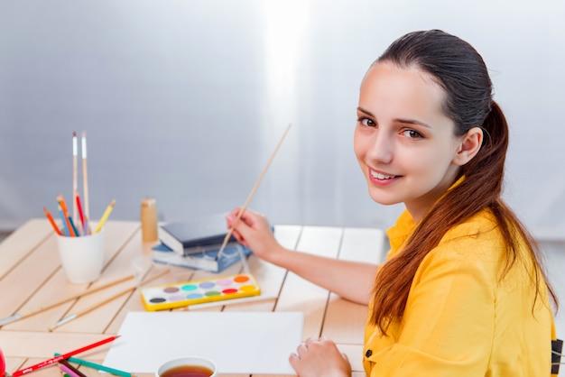 Jovem, mulher, gilr, desenho, quadros, lar