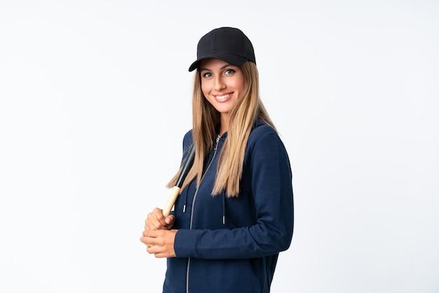 Jovem mulher loira jogando beisebol