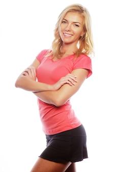 Jovem mulher loira, vestindo roupas esportivas