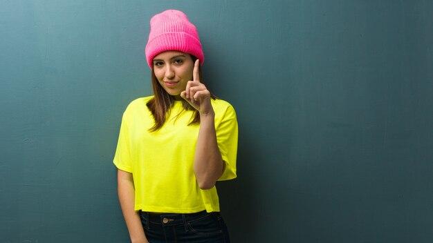 Jovem, mulher moderna, mostrando, numere um