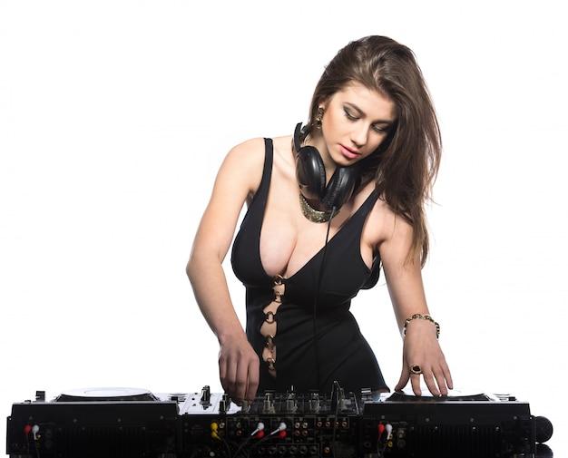 Jovem mulher sexy dj isolada