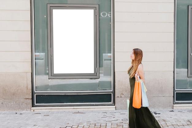 Jovem, mulher, shpping, rua, modelo