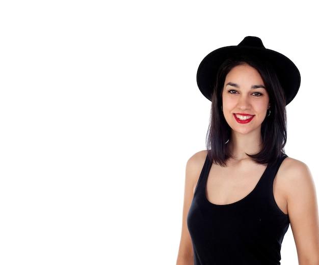Jovem mulher sorridente com roupas pretas