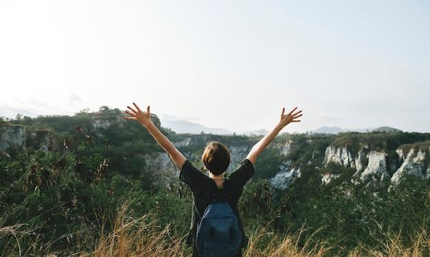 Jovem, mulher, viagem, natureza, conceito
