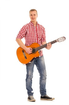 Jovem músico com uma guitarra