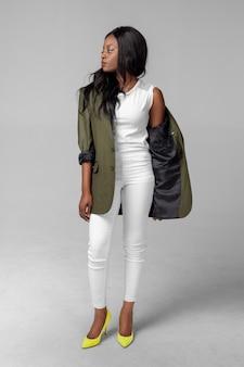 Jovem negra étnica mulher afro-americana