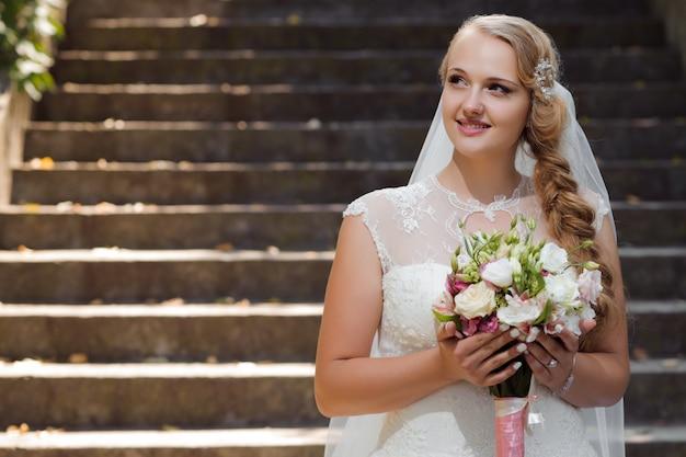 Jovem noiva no dia do casamento