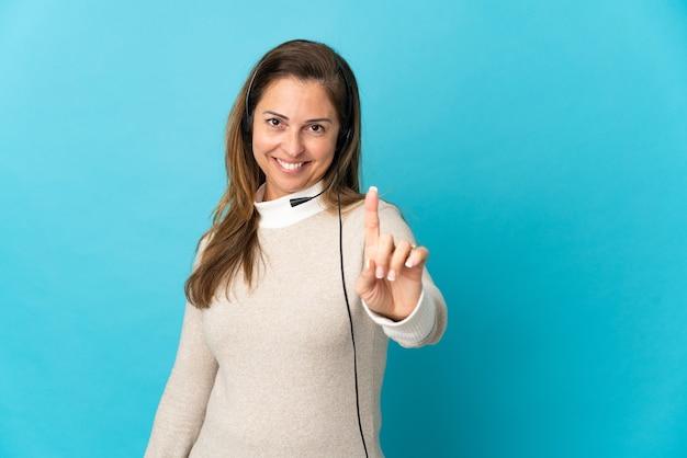 Jovem operadora de telemarketing mais isolada