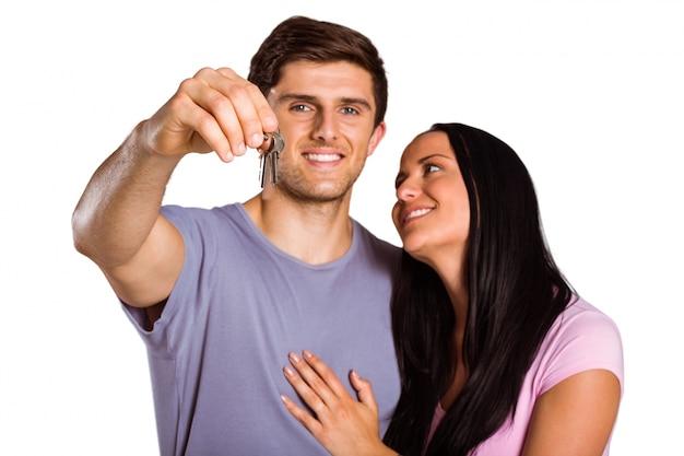 Jovem, par, mostrando, chaves, lar