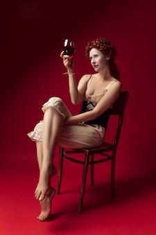 Jovem ruiva medieval como uma duquesa com espartilho preto