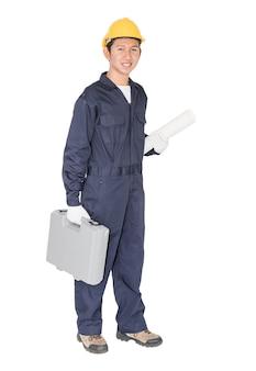 Jovem trabalhador manual permanente com sua caixa de ferramentas