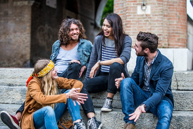Jovens adultos ao ar livre